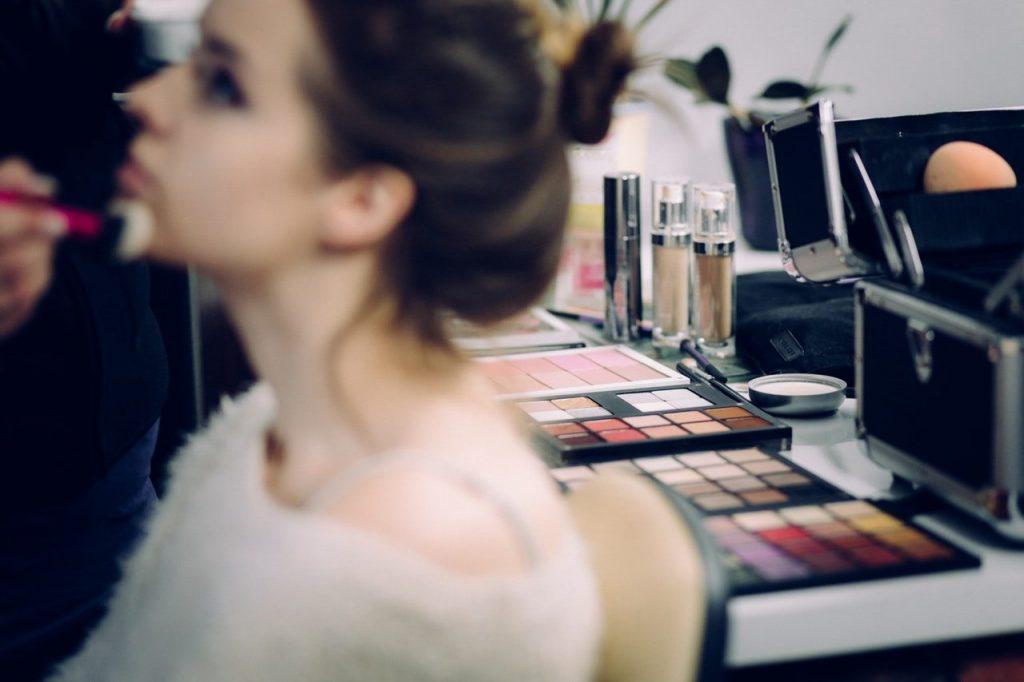 10 Tips Terbaik Untuk Memulai Bisnis Kosmetik Buatan ...