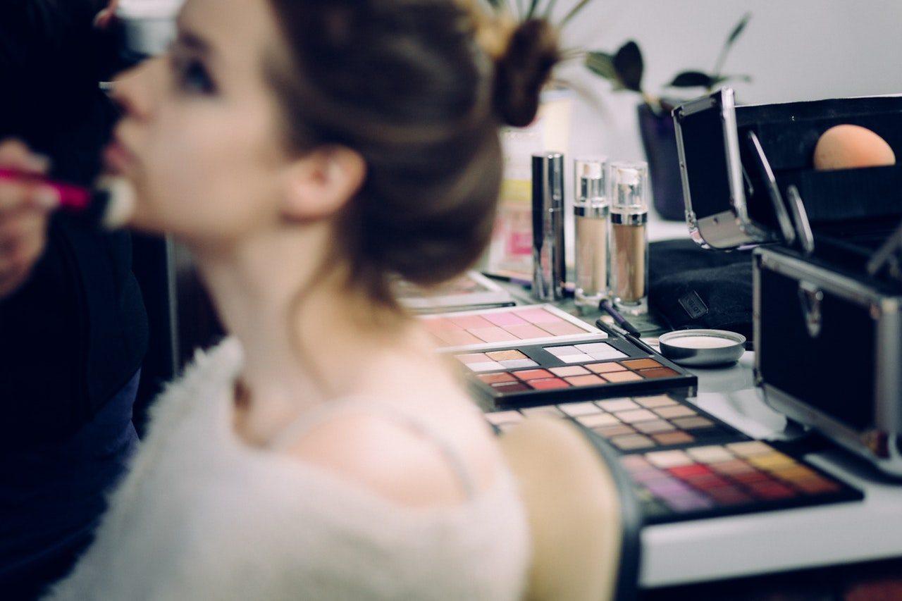 11 Tips Terbaik Memulai Bisnis Kosmetik